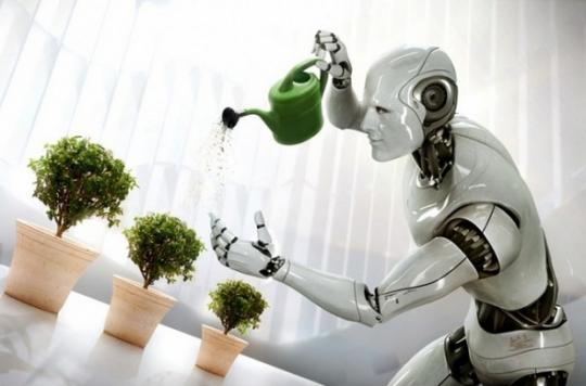 Robot çiçek suluyor